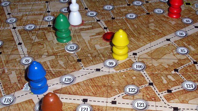 Detalle del tablero de juego y de algunos peones