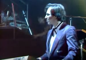 Hans Zimmer tocando junto a Mecano en 1984